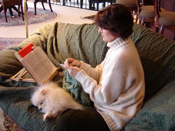 Reading_and_knitting_72_dpi