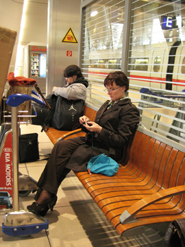 Kelley_knitting_at_train_web