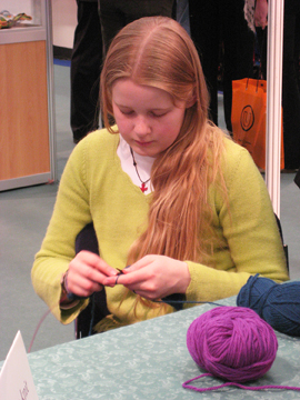 Daughter_knitting_web_2