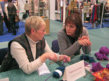 Knitting_ladys_and_neddles_web