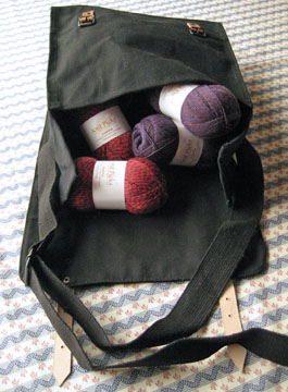 Black_bag_knitting_web_3