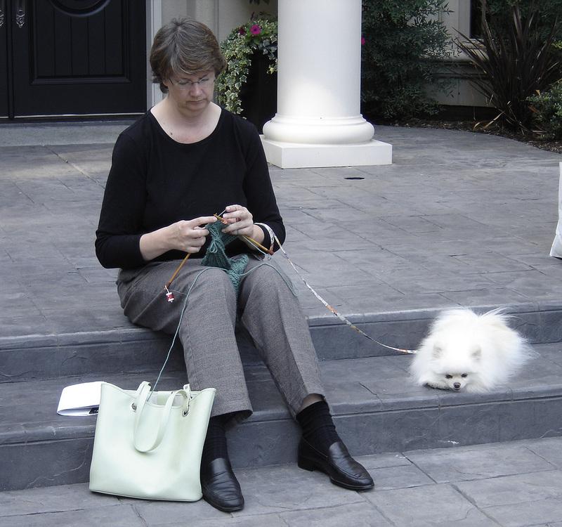 Karen_knitting_with_xena_1